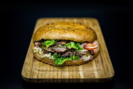 Донер-бургер по-турецки с говядиной