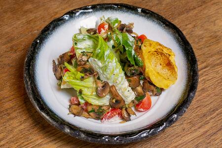 Салат с грибами, картофелем и сыром