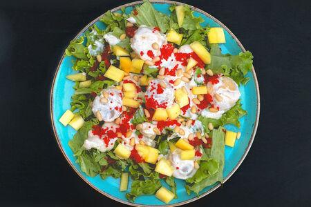 Салат Теплый с гребешком и манго