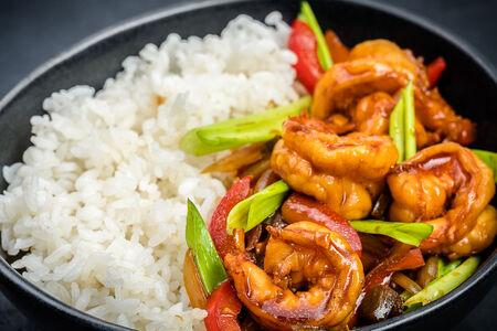 Вок рис острый с креветками