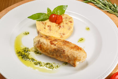 Куриная грудка с базиликом и картофельным пюре