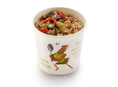 Гречневая каша с овощами в соусе чили