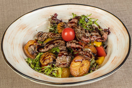 Салат Теплый с телятиной гриль