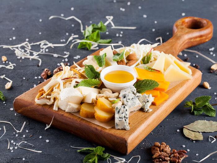 Ассорти европейских и грузинских сыров