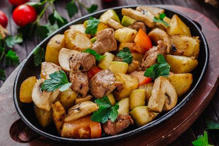Горячая сковорода со свининой