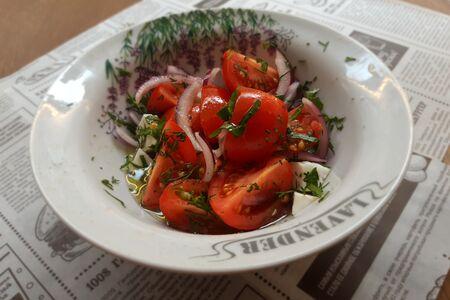 Тар-тар из томатов с домашним сыром и зеленью