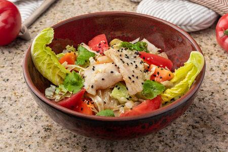 Салат с цыпленком по-тайски