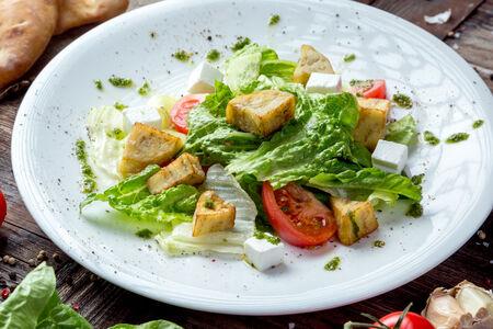 Салат из хрустящих баклажанов с фирменной заправкой