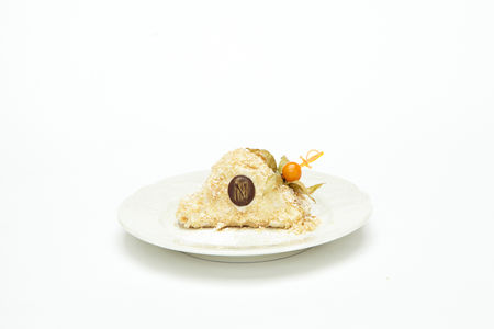 Изящной тортлетец, непременной хозяiнъ Наполеоновскiхъ баловъ