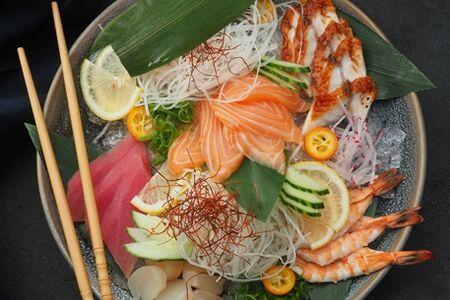 Сашими мориавасе (лосось, тунец, угорь, гребешок, креветка)