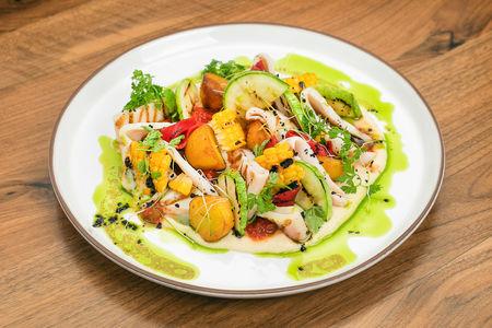 Дальневосточный кальмар с соте из овощей