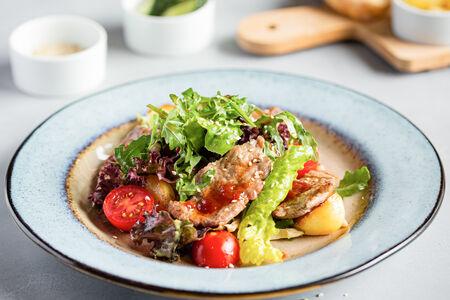 Теплый салат с кабаном
