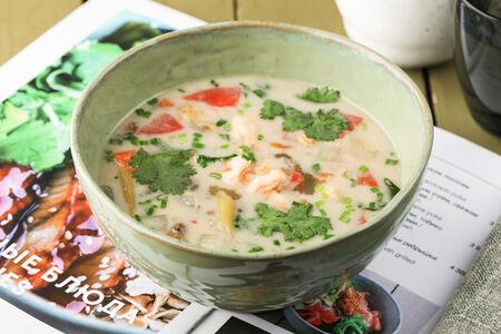 Суп Том Кха Кай с креветками на кокосовом молоке