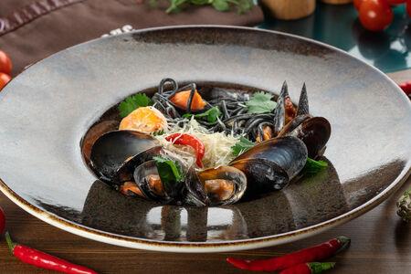 Паста Спагетти неро с морепродуктами