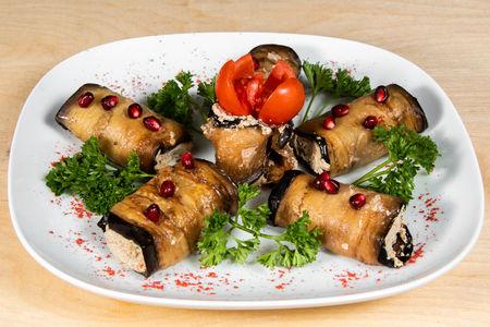 Баклажан фаршированный грецким орехами