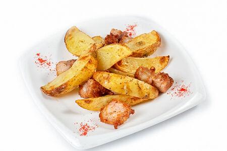 Картофель по-деревенски с мраморным салом
