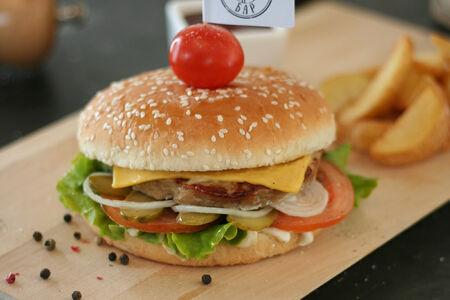 Гротбургер из свинины
