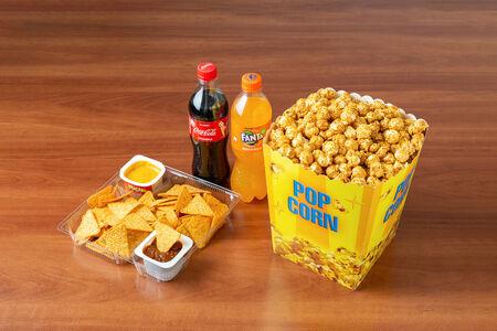 Комбо Все включено с карамельным попкорном