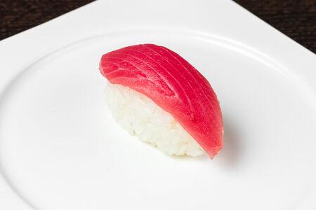Суши Нигири Тунец