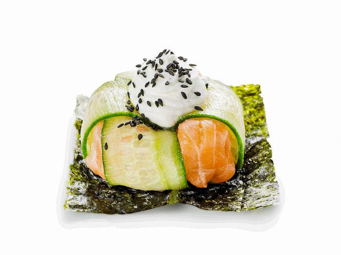 Суши-пончик Филадельфия с лососем