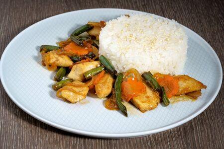 Курица с овощами в соусе терияки