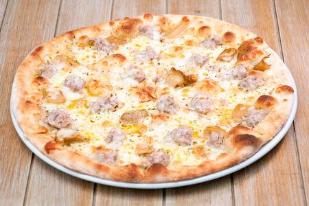 Пицца Домашняя сальсичча и белые грибы