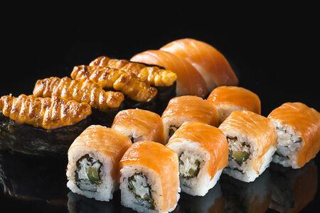Набор суши с лососем