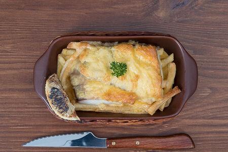 Окунь, запеченный на картофельной подушке