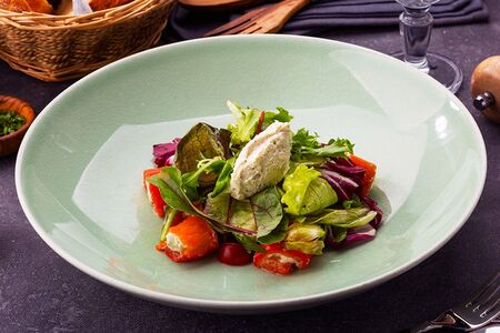 Салат с фаршированными сливочным сыром перцами