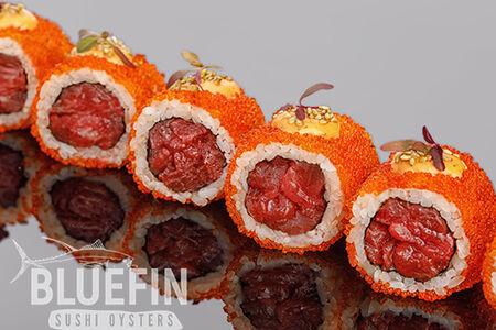Ролл с тар-таром из тунца еллоуфин с соусом юзу