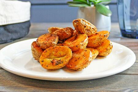 Беби-картофель в травах