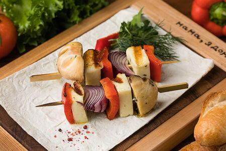 Халуми с овощами на шампуре