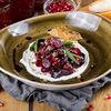 Фото к позиции меню Салат с печеной свеклой и сливочным сыром