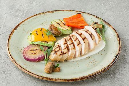 Куриное филе с овощами гриль