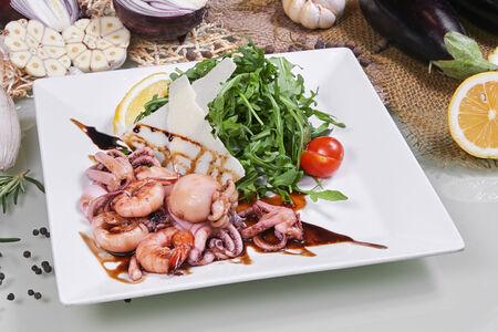 Салат Руккола с морепродуктами