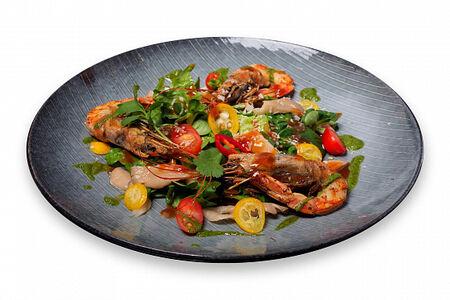 Салат с лангустинами и соусом том ям