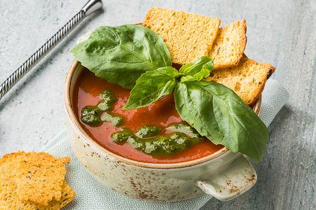 Томатный суп с песто соусом