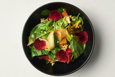 Салат с маринованными овощами, булгуром и апельсиновым соусом