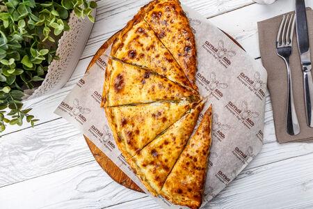 Фирменная пицца кальцоне с лосем