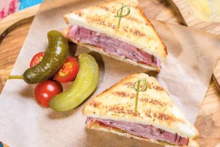 Сэндвич с брискетом