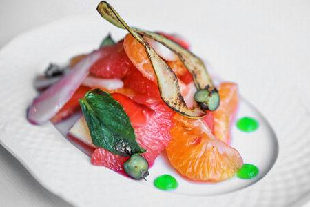 Фруктовый салат с сиропом из роз
