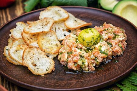 СП Тартар из лосося с авокадо