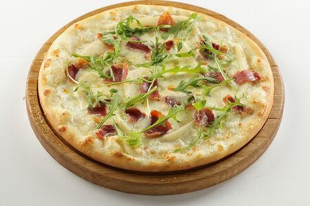 Пицца с грушей и пармой