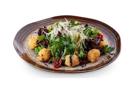 Салат с сырными шариками и вялеными томатами