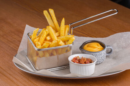 Картофель фри с беконом