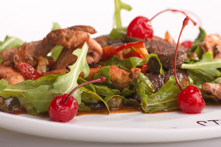 Салат Три мяса с соусом Пьяная вишня