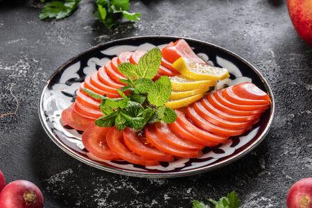 Салат Помидоры-мята-лимон