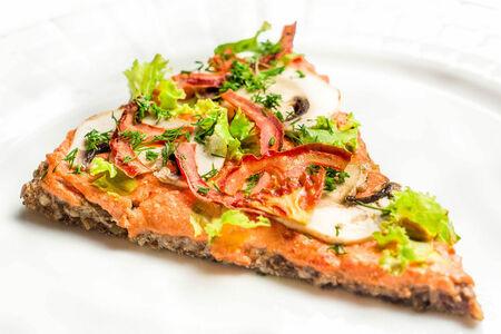 Пицца сыроедная с томатным соусом