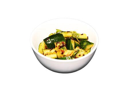 Битые огурцы по-пекински в остро-пряном соусе