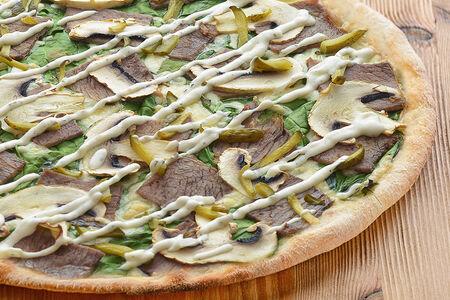 Пицца с томленой говядиной